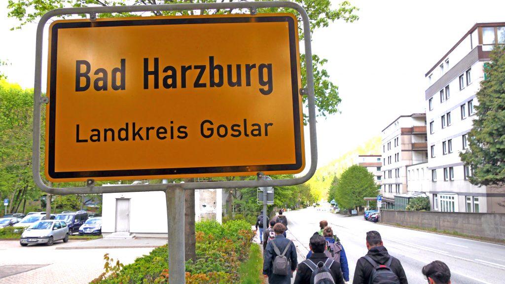 Das Ortsschild von Bad Harzburg.