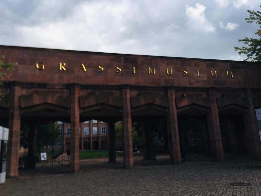 Der Eingang zu einem Museum.